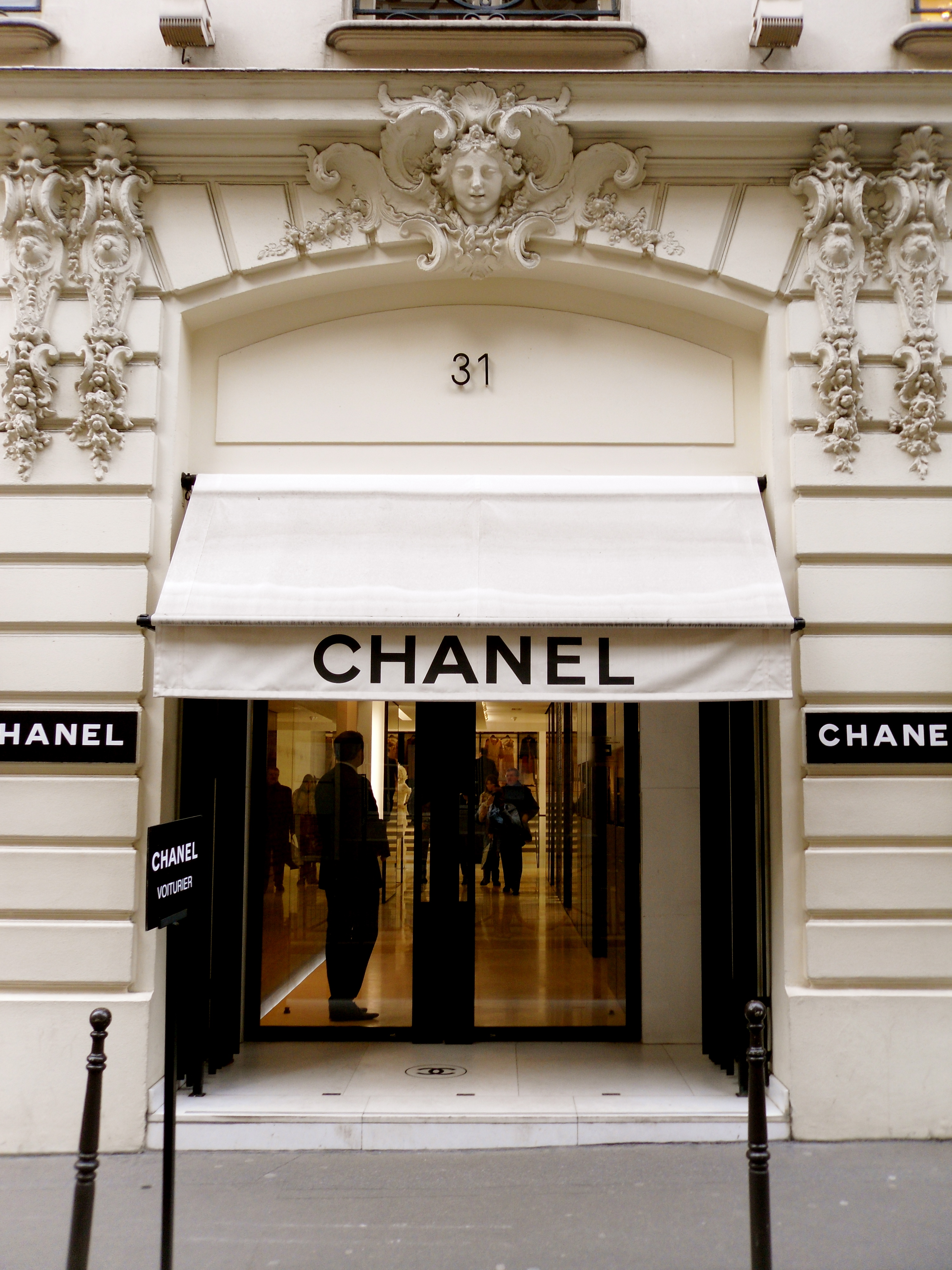 31 rue cambon the world of coco chanel work in progress for Boutique luxury